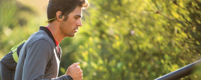 backbeat_fit_male_running_outdoors